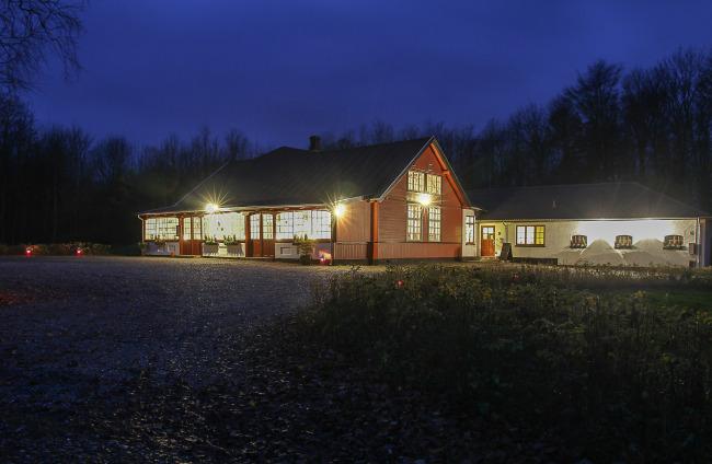 Fanefjord skovpavillon om aftenen
